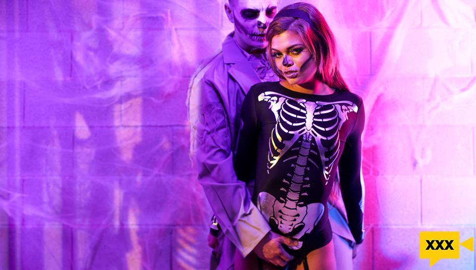[18+] Erotica X – Destiny Cruz: Zombie Halloween (2020) FULLHD 255MB