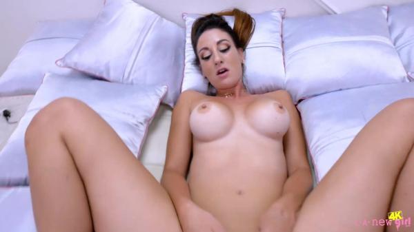 La New Girl Artemisia Love – SHOOT – 34 Years Old